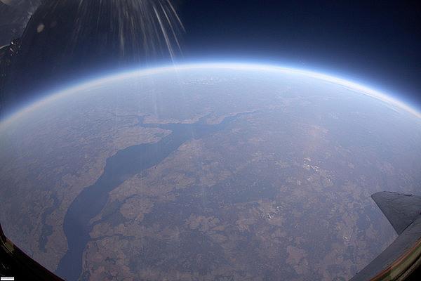حافة الفضاء
