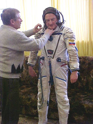 Train for space travel in the Orlan cosmonaut space suit